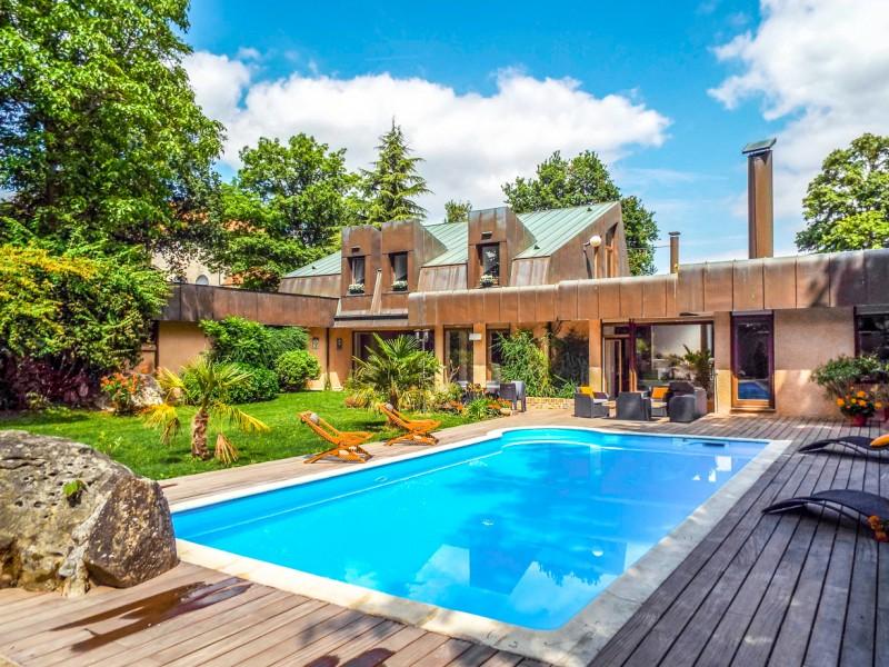 maison vendre en ile de france val d oise roissy en france magnifique villa d architecte. Black Bedroom Furniture Sets. Home Design Ideas