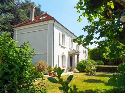 French property, houses and homes for sale in ROISSY EN FRANCE Val_d_Oise Ile_de_France