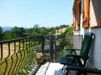 Une idéale maison secondaire, avec 2 chambres, terrasses et jardin.