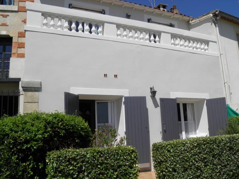 maison vendre en languedoc roussillon gard aigues mortes belle maison de 134m2 avec garage. Black Bedroom Furniture Sets. Home Design Ideas