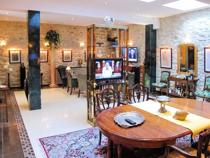 maison vendre en languedoc roussillon gard nimes centre ville de la ville romaine de nimes. Black Bedroom Furniture Sets. Home Design Ideas