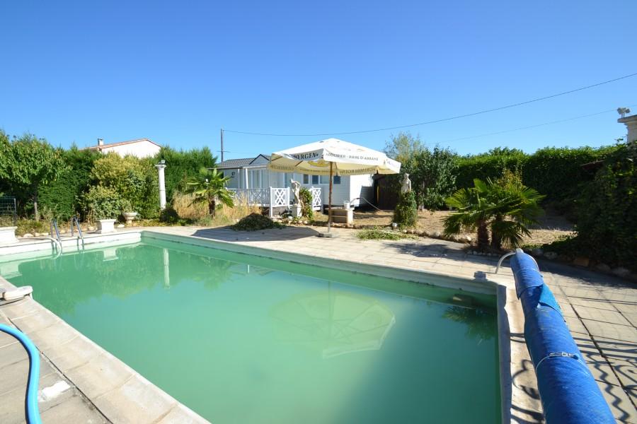 Maison vendre en languedoc roussillon gard st denis maison de village spacieuse avec piscine - Abri jardin occasion saint denis ...