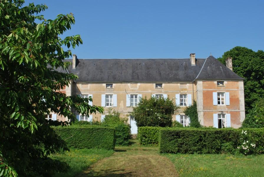 Chateau vendre en poitou charentes deux sevres montalembert impressionnan - Chateau gonflable a vendre ...