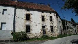 Maison à rénover avec jardin dans hameau à proximité des commodités
