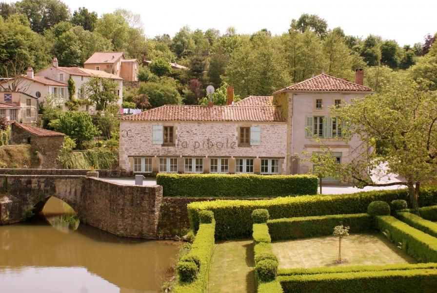 maison 224 vendre en pays de la loire vendee vouvant maison avec trois chambres 224 c 244 t 233 de la