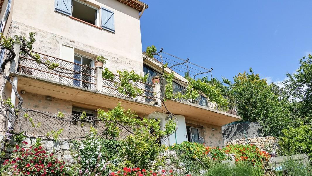 maison vendre en paca alpes maritimes speracedes sp rac des maison de village jardin et. Black Bedroom Furniture Sets. Home Design Ideas