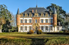 Un beau château avec piscine et terrain de 2ha située dans un village à proximité de Saint-Gaudens