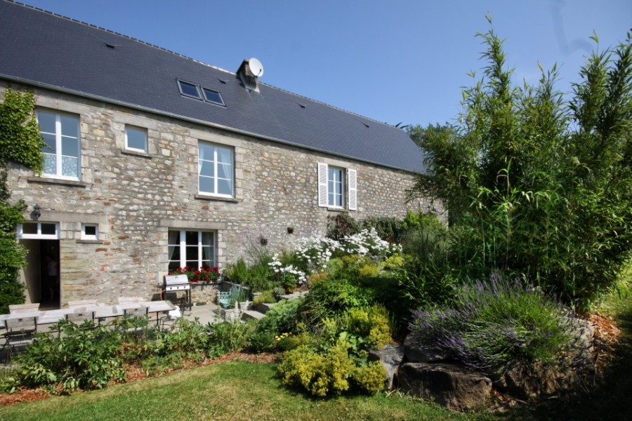 maison vendre en basse normandie manche tollevast superbe maison en pierre avec 5 chambres. Black Bedroom Furniture Sets. Home Design Ideas