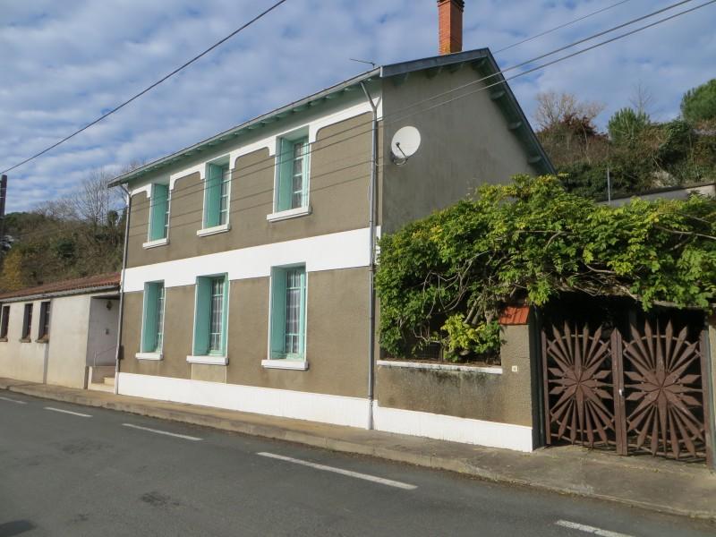 maison vendre en pays de la loire vendee mareuil sur lay dissais grande maison de ville. Black Bedroom Furniture Sets. Home Design Ideas