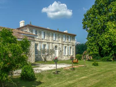 This beautiful château has been transformed into a well run and profitable wine business - 20 ha of AOC Bordeaux vines