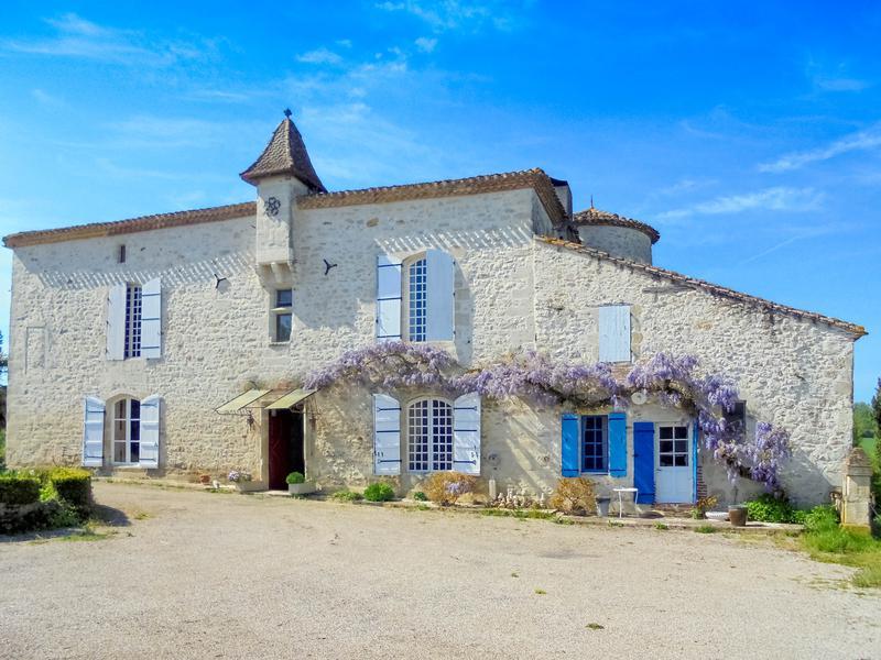 chateau for sale in villeneuve sur lot lot et garonne historic small chateau with gite. Black Bedroom Furniture Sets. Home Design Ideas