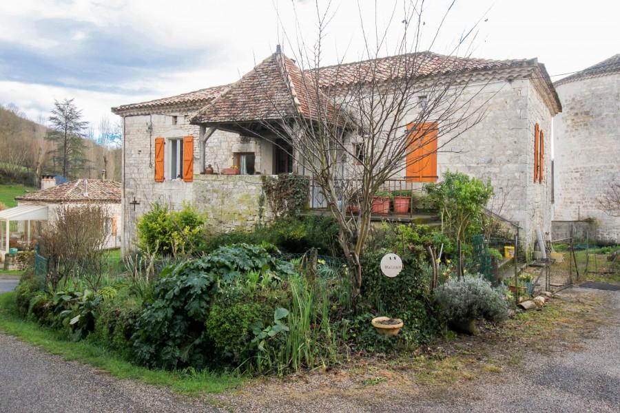 maison vendre en midi pyrenees lot ste croix belle maison de village restaur e avec grange. Black Bedroom Furniture Sets. Home Design Ideas