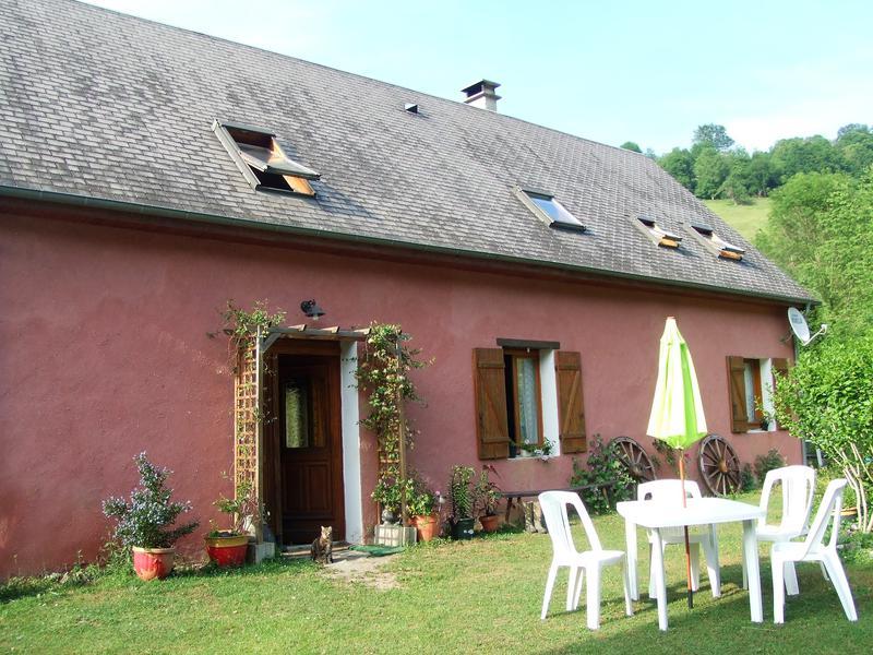 maison vendre en midi pyrenees hautes pyrenees banios charmante ferme ancienne blottie aux. Black Bedroom Furniture Sets. Home Design Ideas