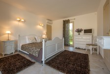 French property for sale in SAINT SATURNIN LES APT, Vaucluse - €609,000 - photo 9
