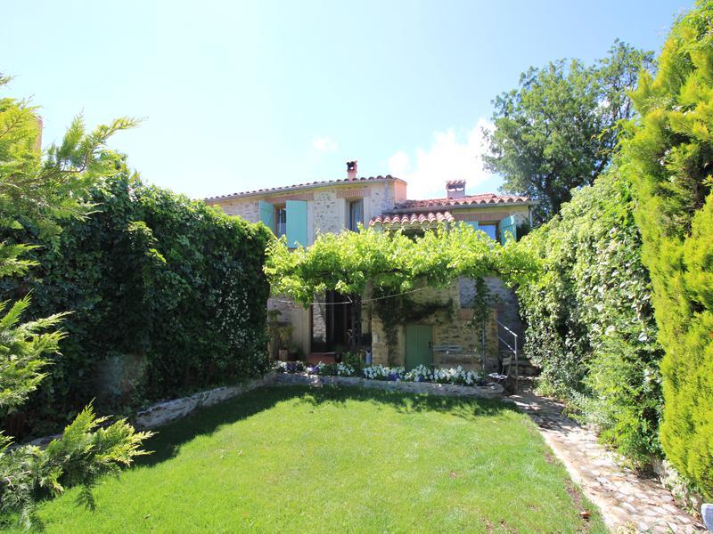 maison vendre en languedoc roussillon pyrenees orientales vinca jolie maison de village en. Black Bedroom Furniture Sets. Home Design Ideas