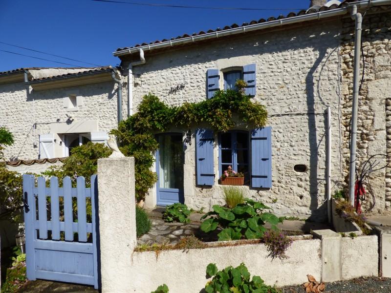 Maison à vendre à  Chenac St Seurin d Uzet(17120) - Charente Maritime