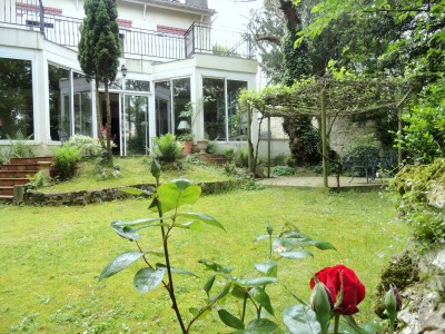 Charming 5 bedrooms 1856 historic Villa with caretaker house at the heart of a mature garden, just 5km from Paris gates