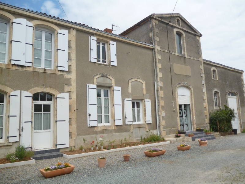 House for sale in mougon deux sevres wonderful three for Garage a poitiers