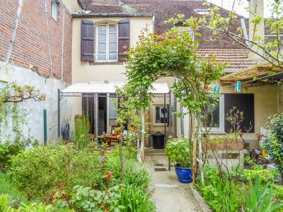 French property, houses and homes for sale in JOIGNY Yonne Bourgogne