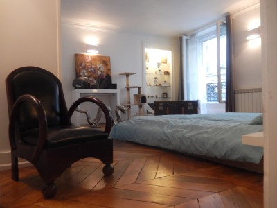 Historic 9th, 200m from Galeries Lafayette, 2 bed apartment renovated in 2014 at the heart of a 18th century building