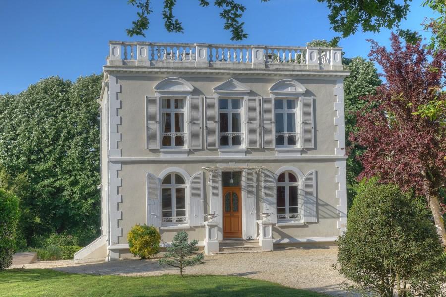 maison vendre en pays de la loire vendee fontenay le comte superbe maison palladienne. Black Bedroom Furniture Sets. Home Design Ideas