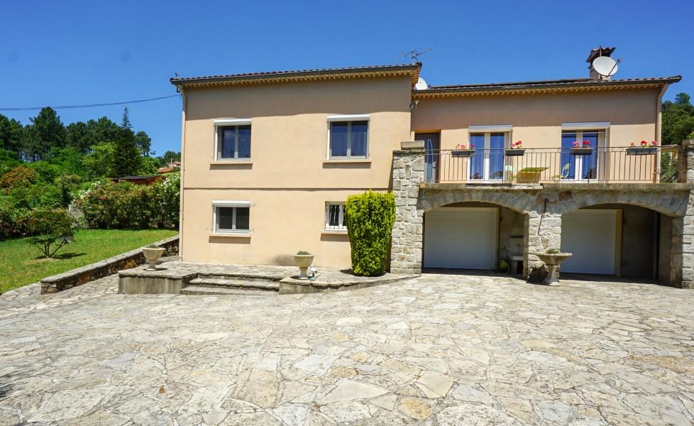 Maison vendre en languedoc roussillon gard branoux les taillades maison bien entretenue avec - Grand garage du gard occasion ...