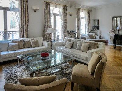 Close to Parc Monceau, bright family apartment offering 250m2 with running S/W balcony in an exclusive and superbly looked after 1914 haussmann building with caretaker and lift