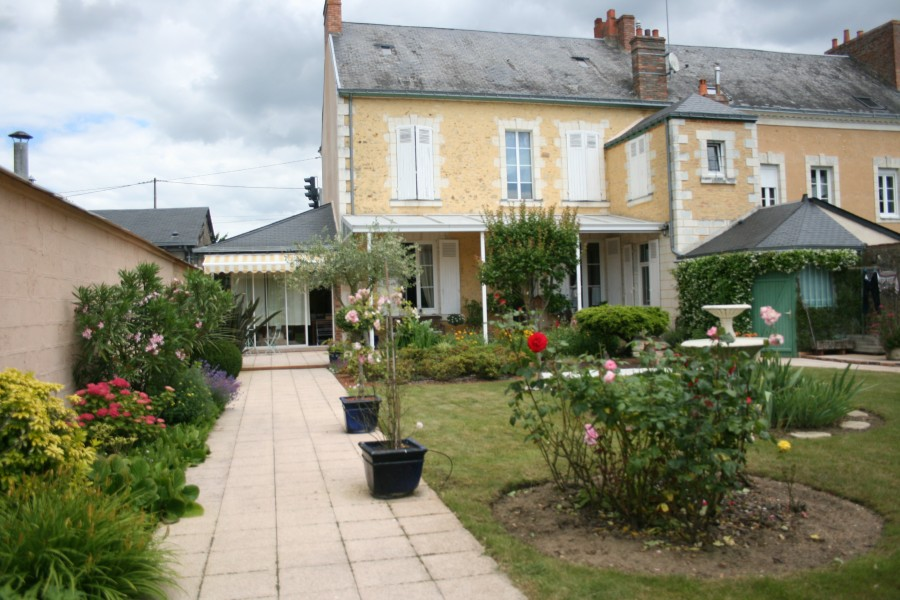 house for sale in la fleche sarthe substantial 5 bed town house with well laid out garden. Black Bedroom Furniture Sets. Home Design Ideas