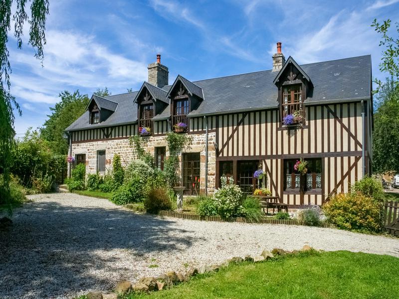 maison vendre en basse normandie manche st georges de rouelley grande maison 3 4 chambres. Black Bedroom Furniture Sets. Home Design Ideas