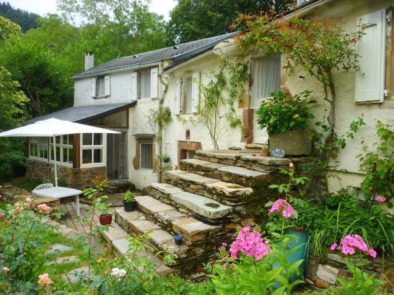 maison vendre en midi pyrenees tarn entre alban et lacaune ancien moulin eau. Black Bedroom Furniture Sets. Home Design Ideas