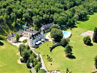 Exceptional   4 star working hotel/restaurant in the heart of the Perigord noir with all f