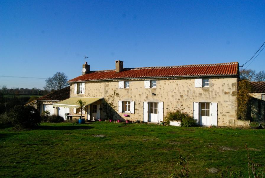 Maison vendre en poitou charentes deux sevres viennay for Acheter une maison en france par un etranger