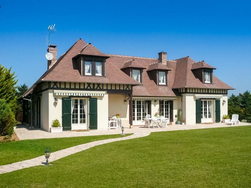 maison vendre en centre eure et loir saussay cette magnifique villa d 39 une surface habitable. Black Bedroom Furniture Sets. Home Design Ideas