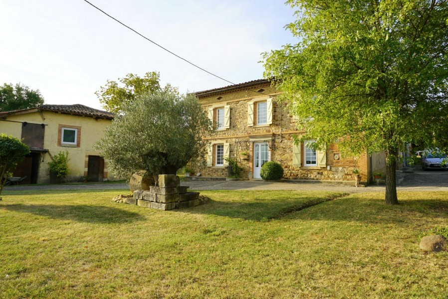 House for sale in CASTELNAU DE MONTMIRAL - Tarn - Near GAILLAC and ...
