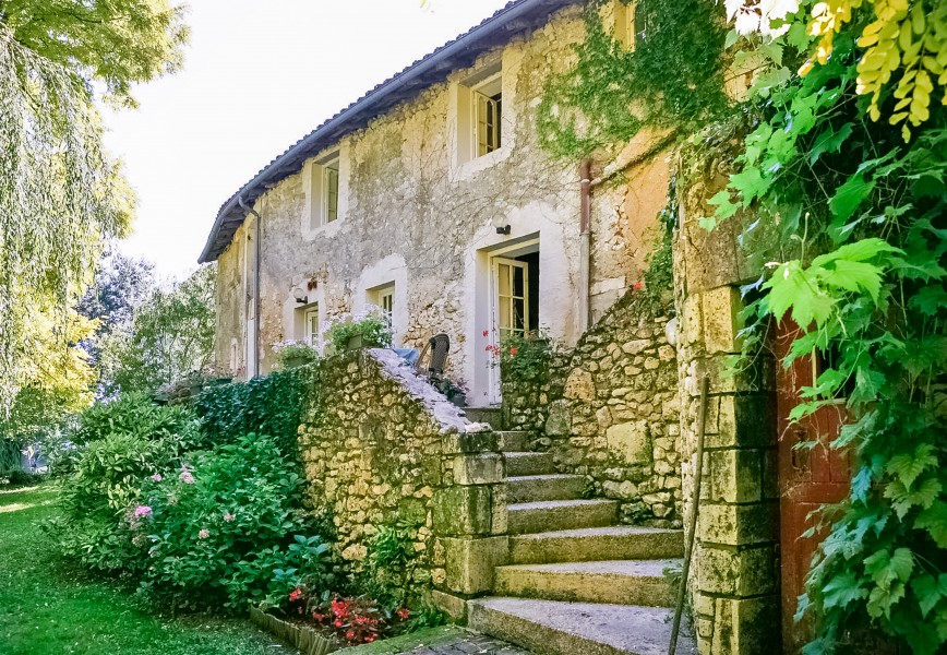 Commercial for sale in brantome dordogne chambre d for Chambre d hotes for sale