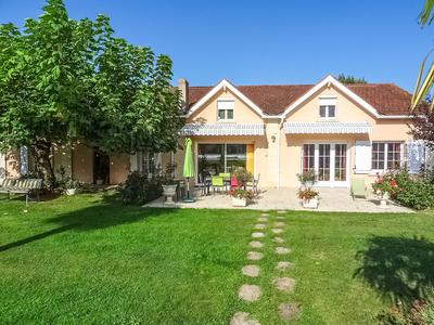 French property, houses and homes for sale in GUITRES Gironde Aquitaine