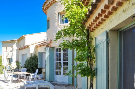 Sault. Contemporary Bastide with gite, pool and splendid views over the Mont Ventoux