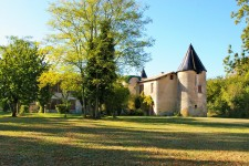 French property for sale in VOUILLE, Deux Sevres - €901,000 - photo 2
