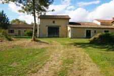 French property for sale in VOUILLE, Deux Sevres - €901,000 - photo 6