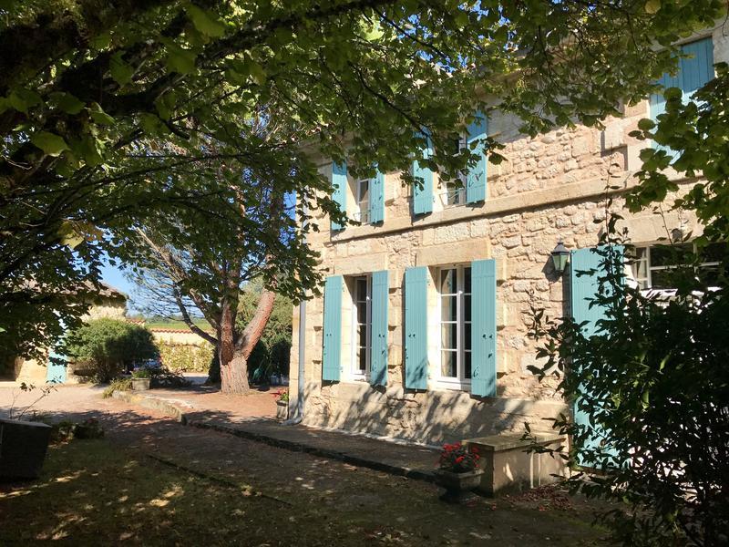 maison vendre en aquitaine gironde francs belle maison en pierre avec 3 chambres et 2 salles. Black Bedroom Furniture Sets. Home Design Ideas