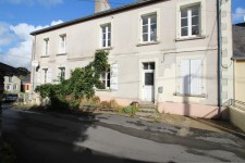 French property for sale in RENAZE, Mayenne - €138,500 - photo 2