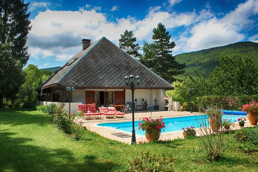 maison vendre en rhone alpes savoie annecy ancienne grange r nov e rafra chir avec piscine. Black Bedroom Furniture Sets. Home Design Ideas