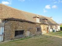 Fermette rénovée avec granges, dépendances et terrain Située juste en dehors du village. Perigord Vert