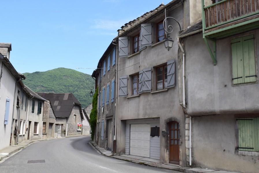 Maison vendre en midi pyrenees haute garonne st beat for Acheter maison troglodyte