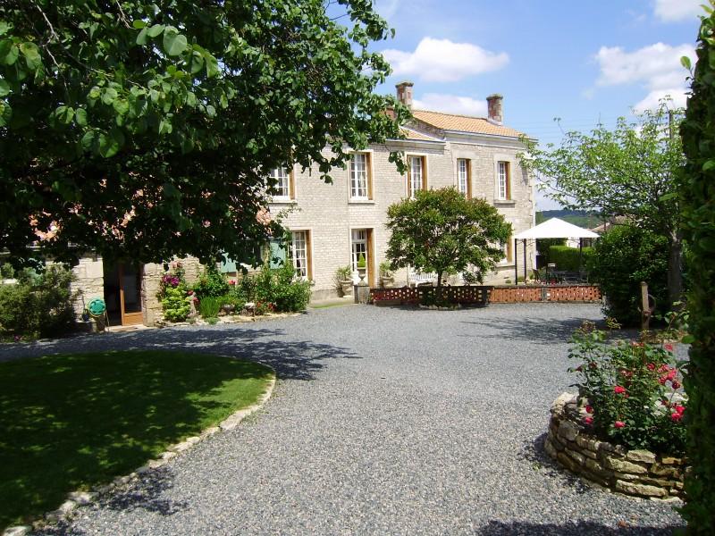 Maison vendre en pays de la loire vendee fontenay le comte maison magnifique en pierre avec - Chambre d hotes fontenay le comte ...