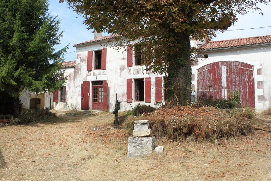 Maison vendre en poitou charentes charente maritime bresdon maison restaurer la campagne - Jardin dans une maison poitiers ...