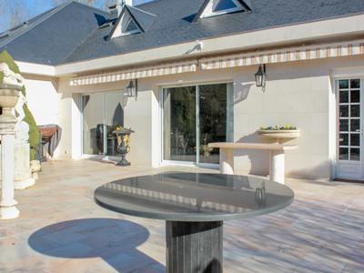 Sumptuous house with a splendid terrace situated in a lush private park only 20 minutes from Paris