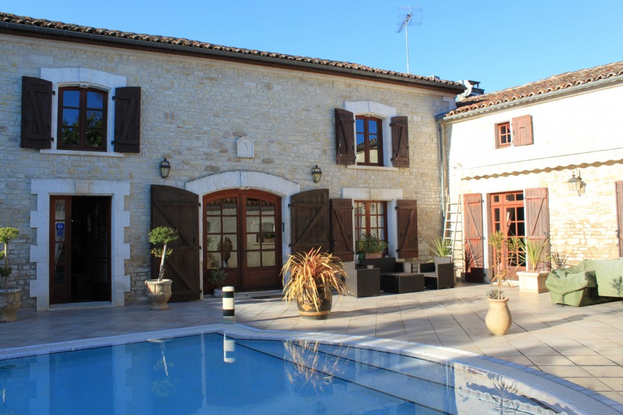House for sale in mansle charente main house and gite for Chambre d hotes for sale