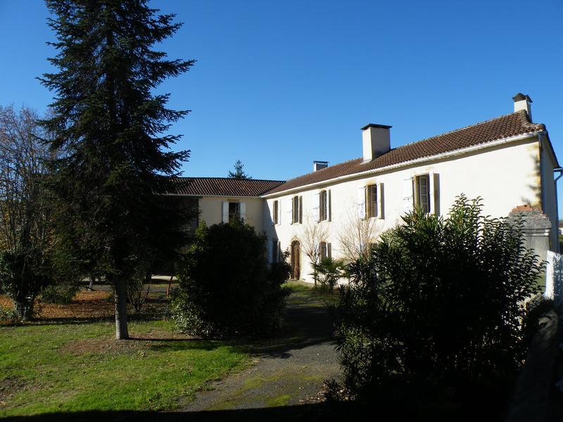 maison vendre en midi pyrenees gers betplan belle maison de caract re ref 72592ava32 13070. Black Bedroom Furniture Sets. Home Design Ideas