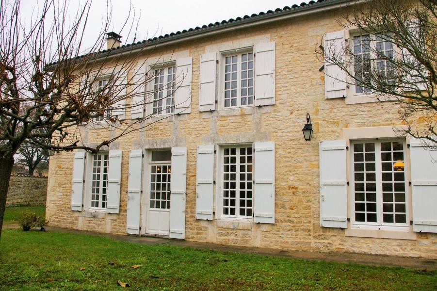 Maison à vendre en Poitou Charentes - Charente FOUQUEURE Belle ...